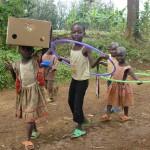 les-enfants-fiers-de-porter-le-materiel-150x150