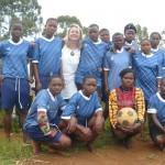 AMBASSADRICE DU FOOT ET DU SPORT DANS LA RéGION DES GRANDS-LACS (Burundi-sud Kivu Congo) dans l'aventure des maillots de foot pose-avec-equipe-feminine-150x150
