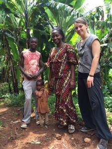 Laure avec Safari et les orphelins