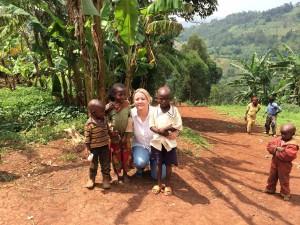 maman Véro et les petits enfants du village
