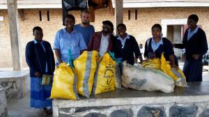 distribution de vivres avec l'équipe de l'aumônerie d'Adrien prison de Kabare