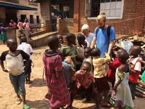 THib et les enfants d'Heri Kwetu