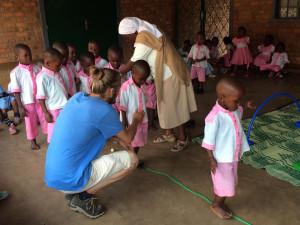 Thibaud et les petits de l'école maternelle Mama Gina